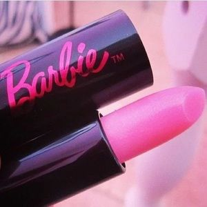 im selling lipgloss